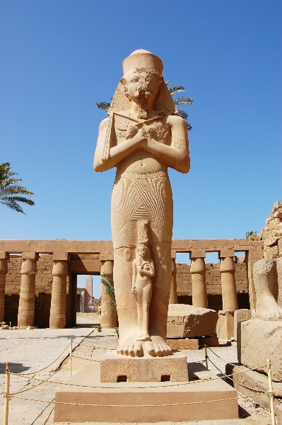 pharaoh-statue-at-karnak-temple-in-luxor-egypt-1600x2406