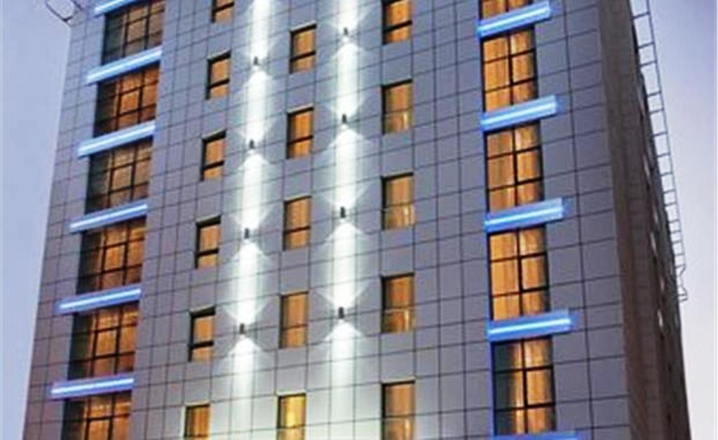 f_cosmopolitan-hotel-dubai_f_1