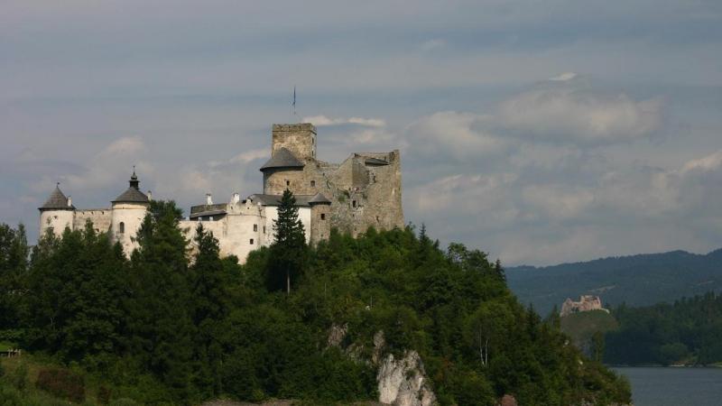 poland_castle_1366x768_37093