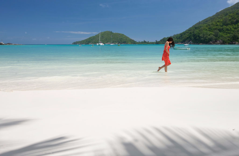 vacationing-across-the-praslin-island-of-seychelles