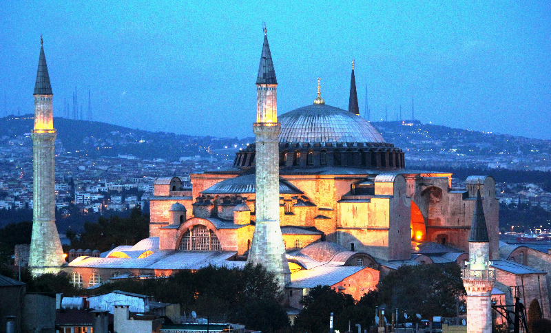 aya-sofia-at-night-istanbul-turkey